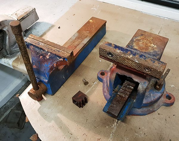 Sliding jaw removed from the vice during strip down.