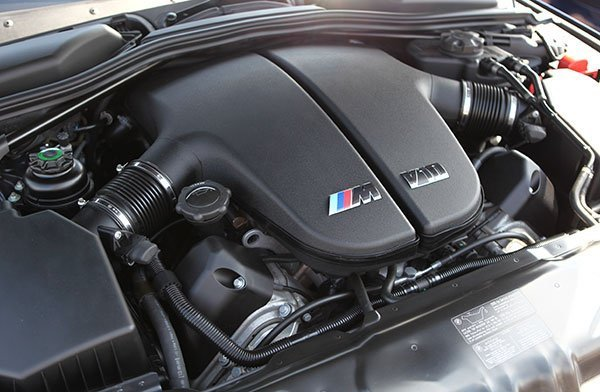 BMW E60 M5 S85 V10 engine with the two huge plenum chambers.