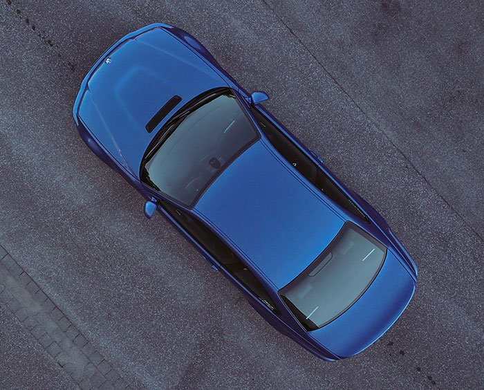 Blue E46 M3 from above showing dimensions.