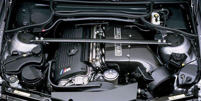 M3 CSL carbon fibre air box in the engine bay.