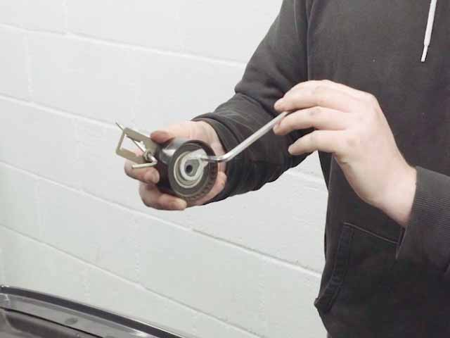 How to correctly tension a timing belt.
