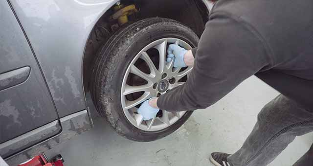 Removing the front drivers side alloy wheel.