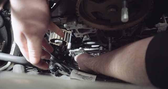 How to replace Volvo V50 water pump.
